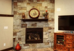 peninsula-patterned-bluestone-fireplace-stone